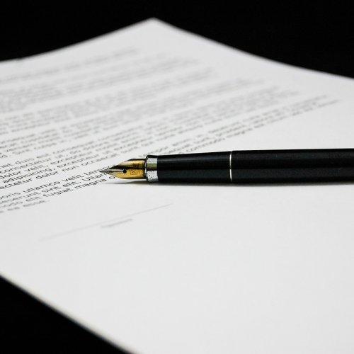 Zmiany w prawie autorskim czekają na podpis prezydenta. Twórcy zyskają na wypożyczeniach w bibliotekach