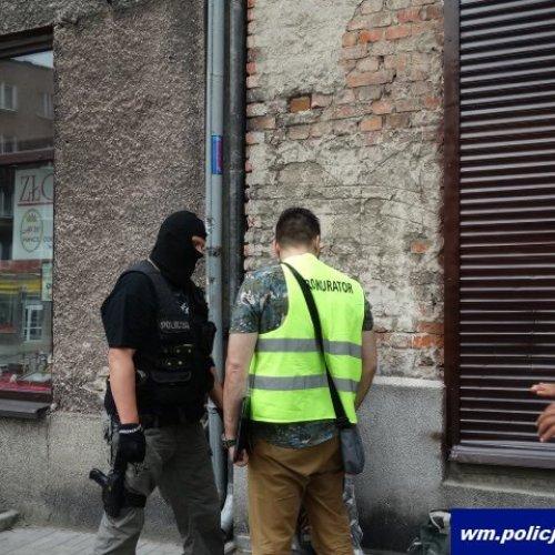 POLICJANCI ZATRZYMALI 20-LETNIEGO SPRZEDAWCĘ DOPALACZY