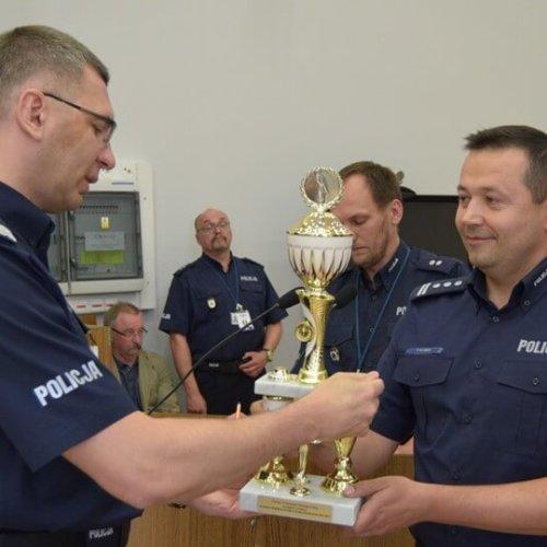 """OLSZTYŃSCY KRYMINALNI WICEMISTRZAMI KONKURSU """"POLICJANT SŁUŻBY KRYMINALNEJ ROKU 2017""""."""