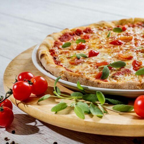 Prawdziwa włoska pizza, czyli jaka? Po czym ją rozpoznać?